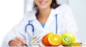 врач составляет диету