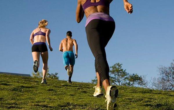 Девушки бегают