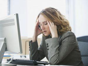 Нервный стресс на работе у девушки