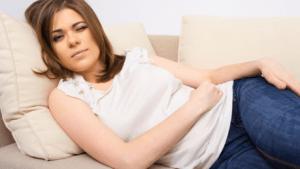 беременная на диване