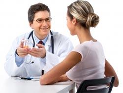 девушка у врача на приеме