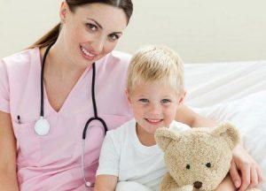 ребенок и медсестра